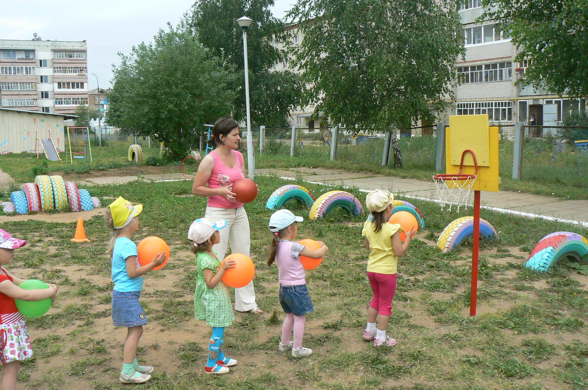 Сценарий здравствуй лето в доу на улице